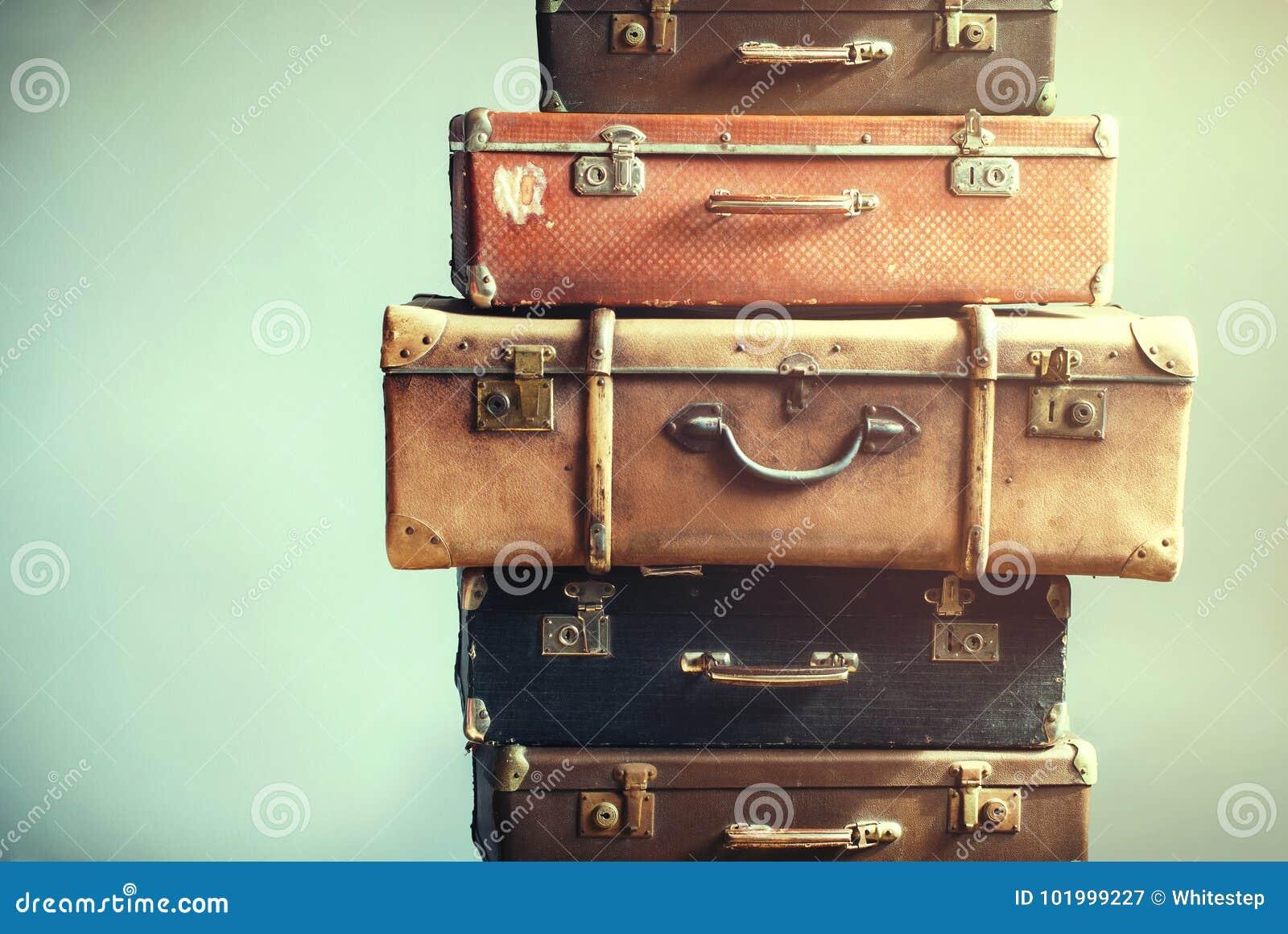 Затрапезное винтажных старых чемоданов багажа старое