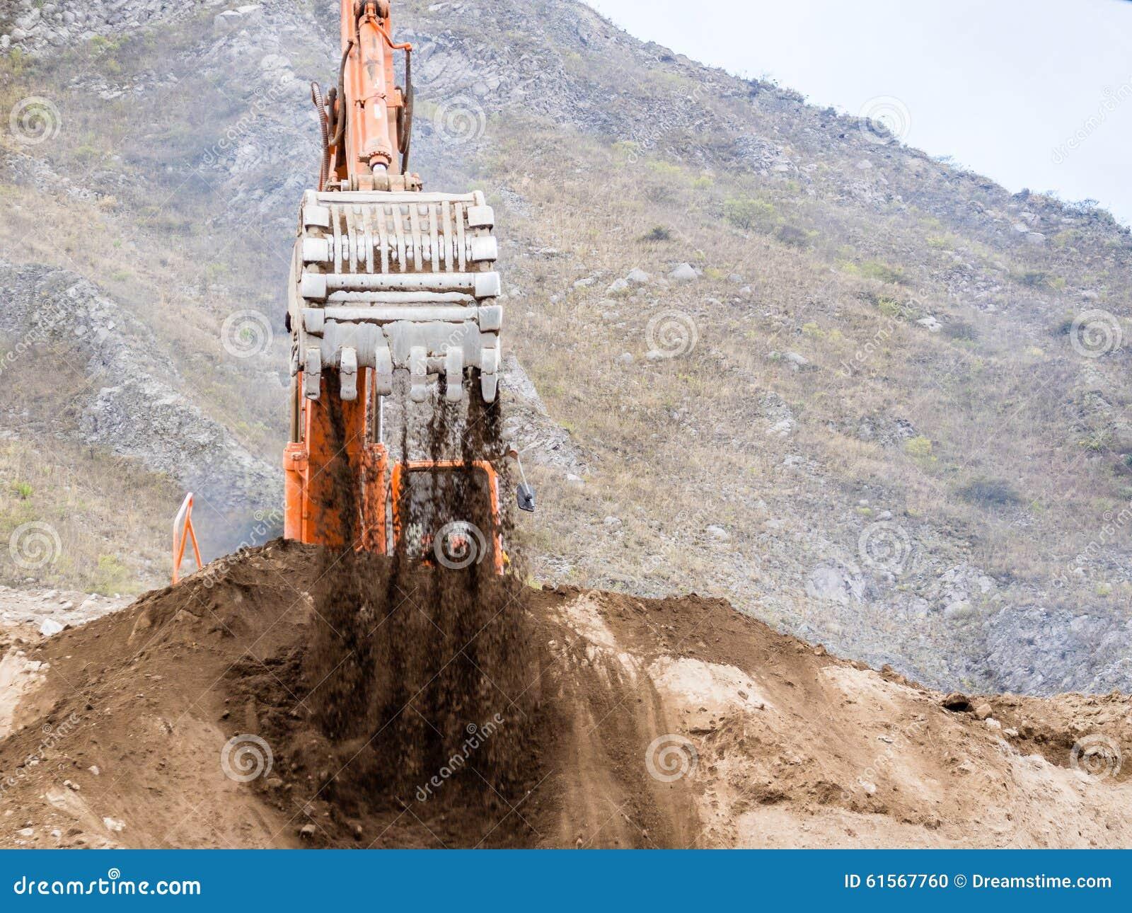 Затяжелитель Backhoe работая в earthmoving
