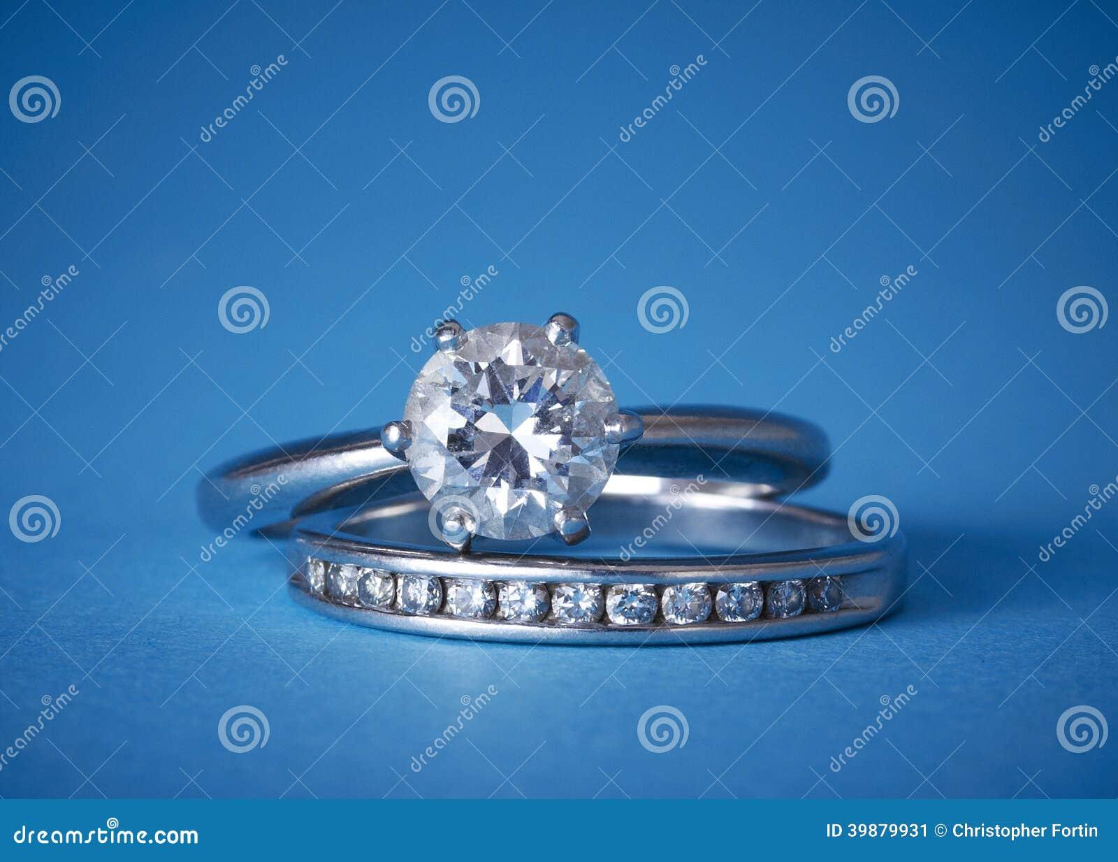 Захват диаманта и обручальные кольца