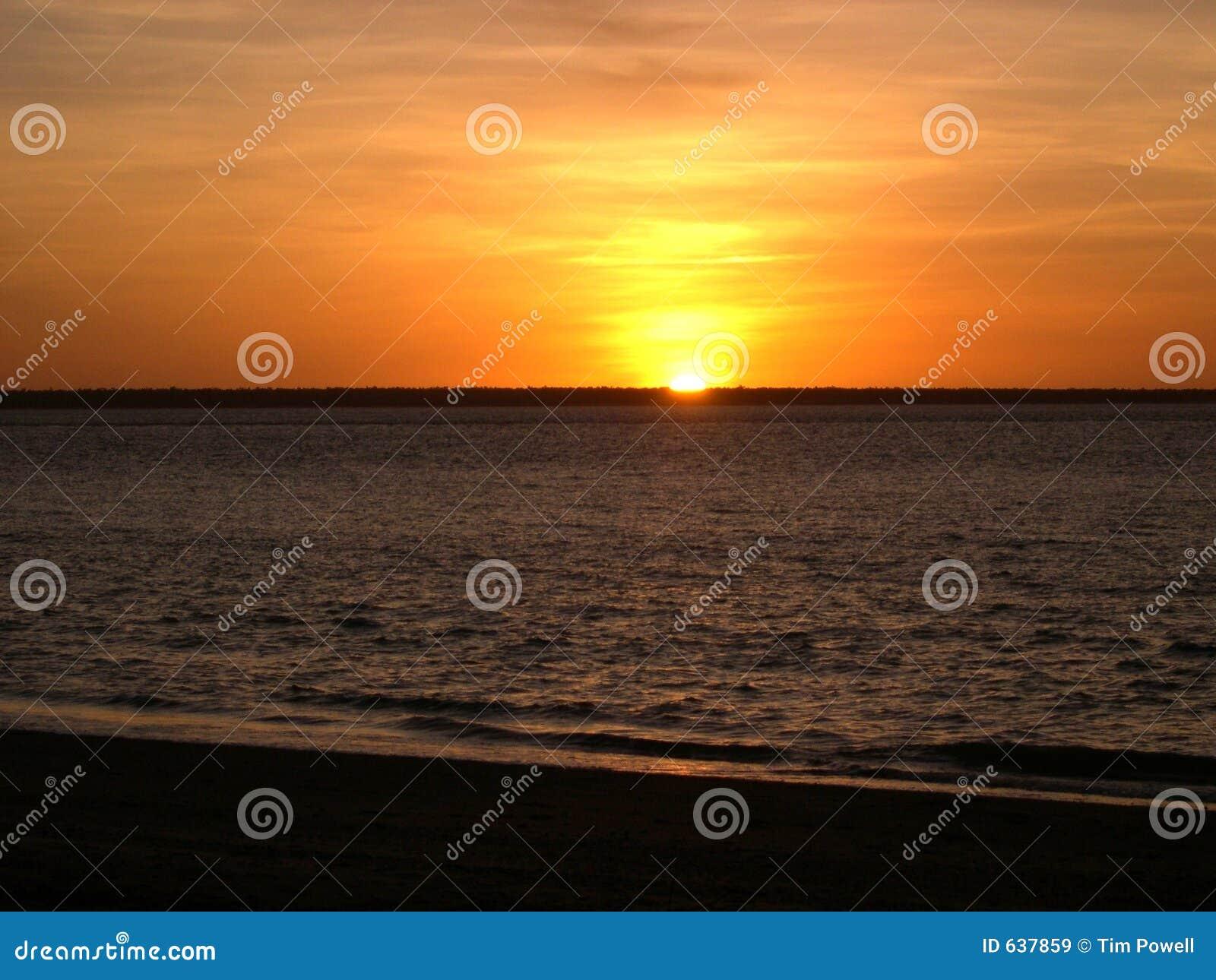Download заход солнца Австралии стоковое изображение. изображение насчитывающей волны - 637859