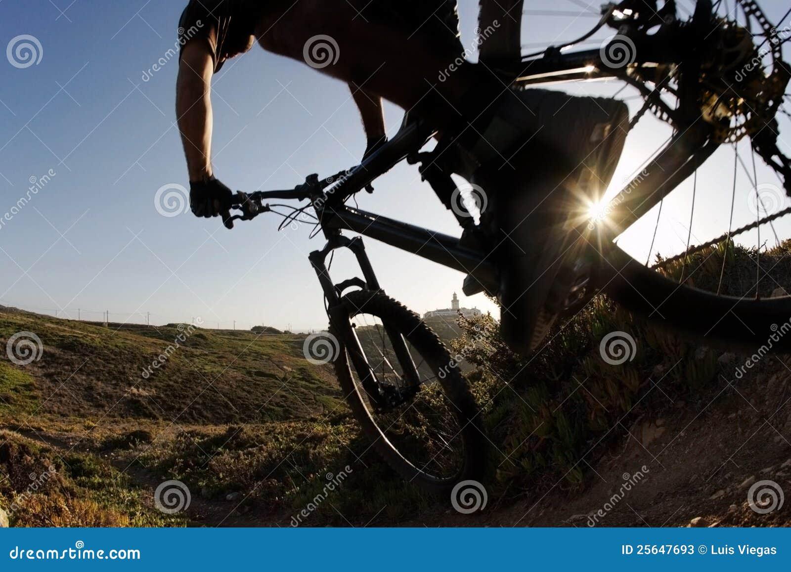 заход солнца всадника горы bike