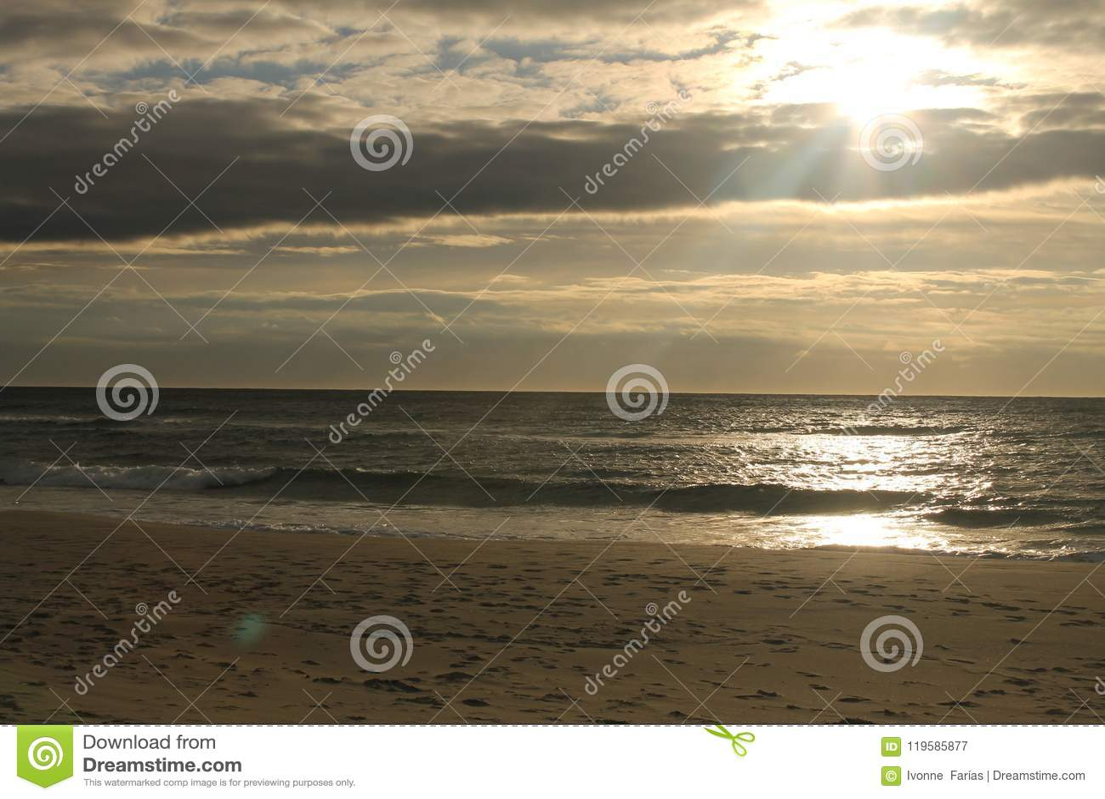 Заход солнца в пляже Ogna
