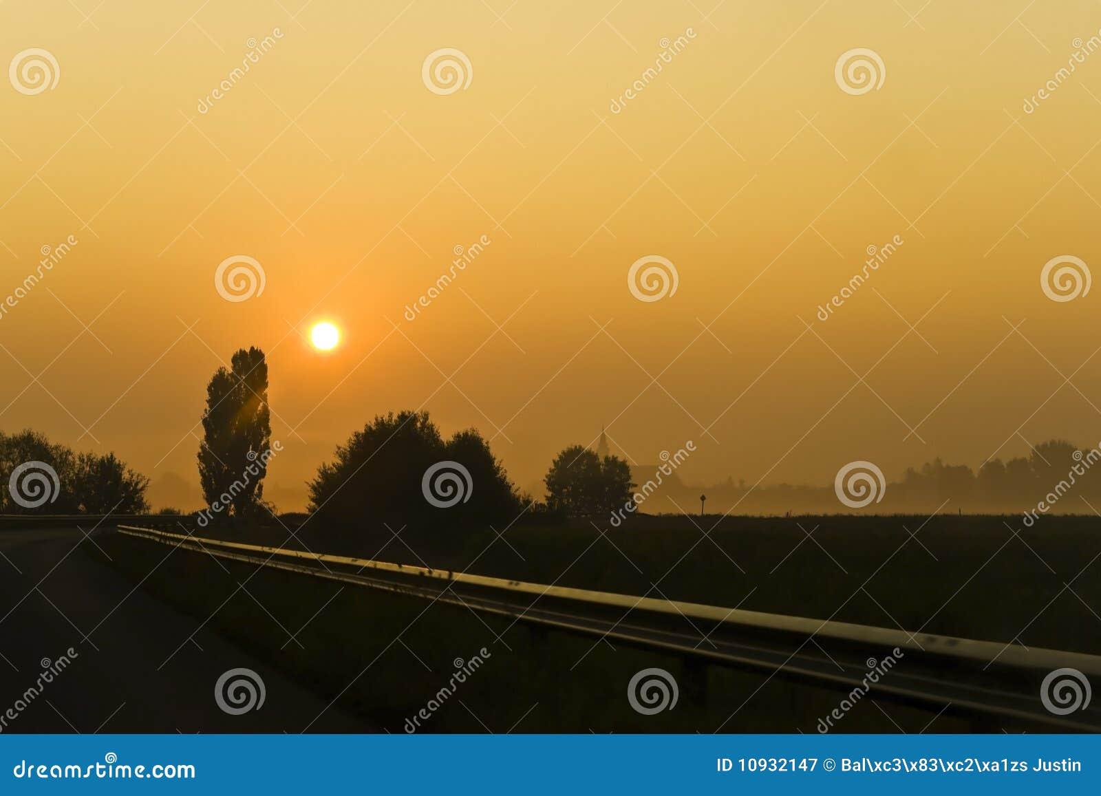 заход солнца дороги
