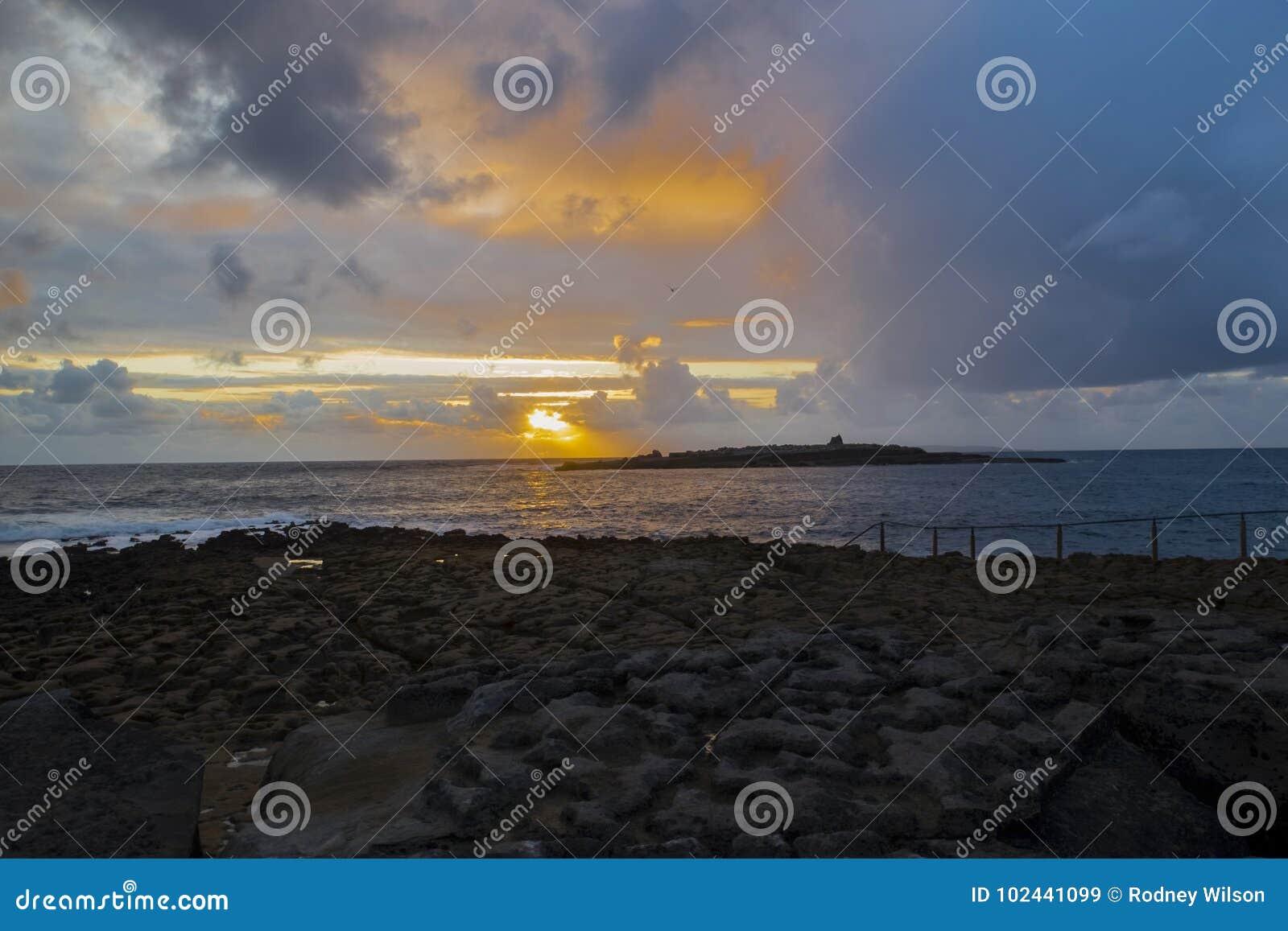 Заход солнца над островом краба