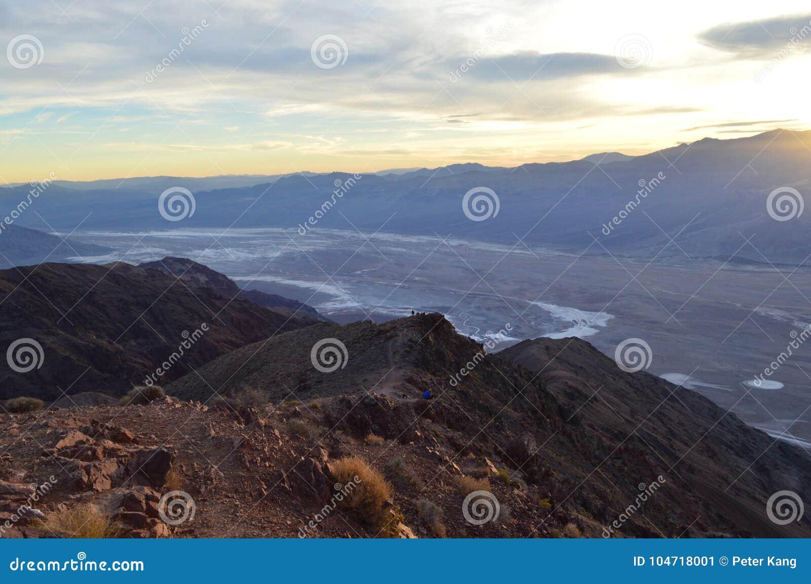 Заход солнца на взгляде ` s Dante в Death Valley Калифорнии
