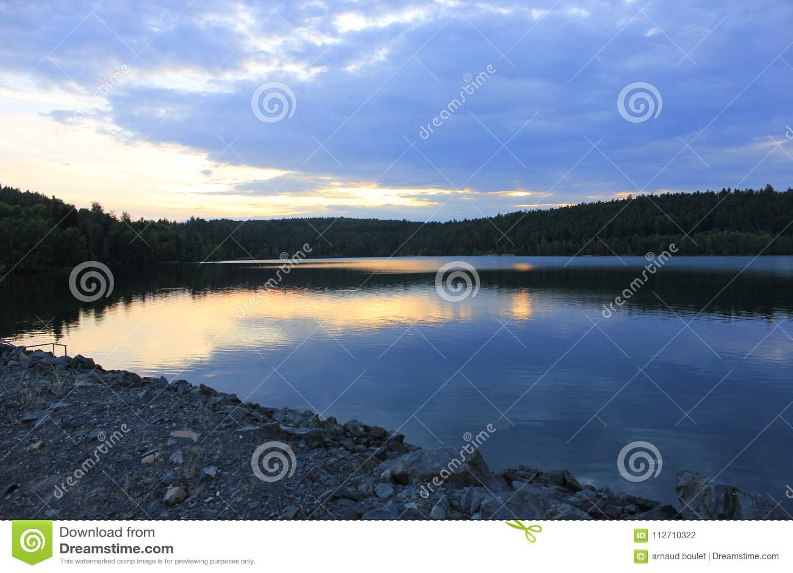Заход солнца на озере percee pierre
