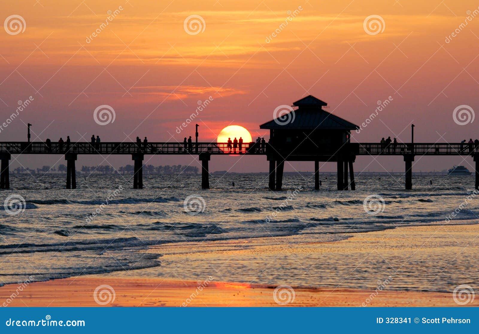 заход солнца пристани рыболовства