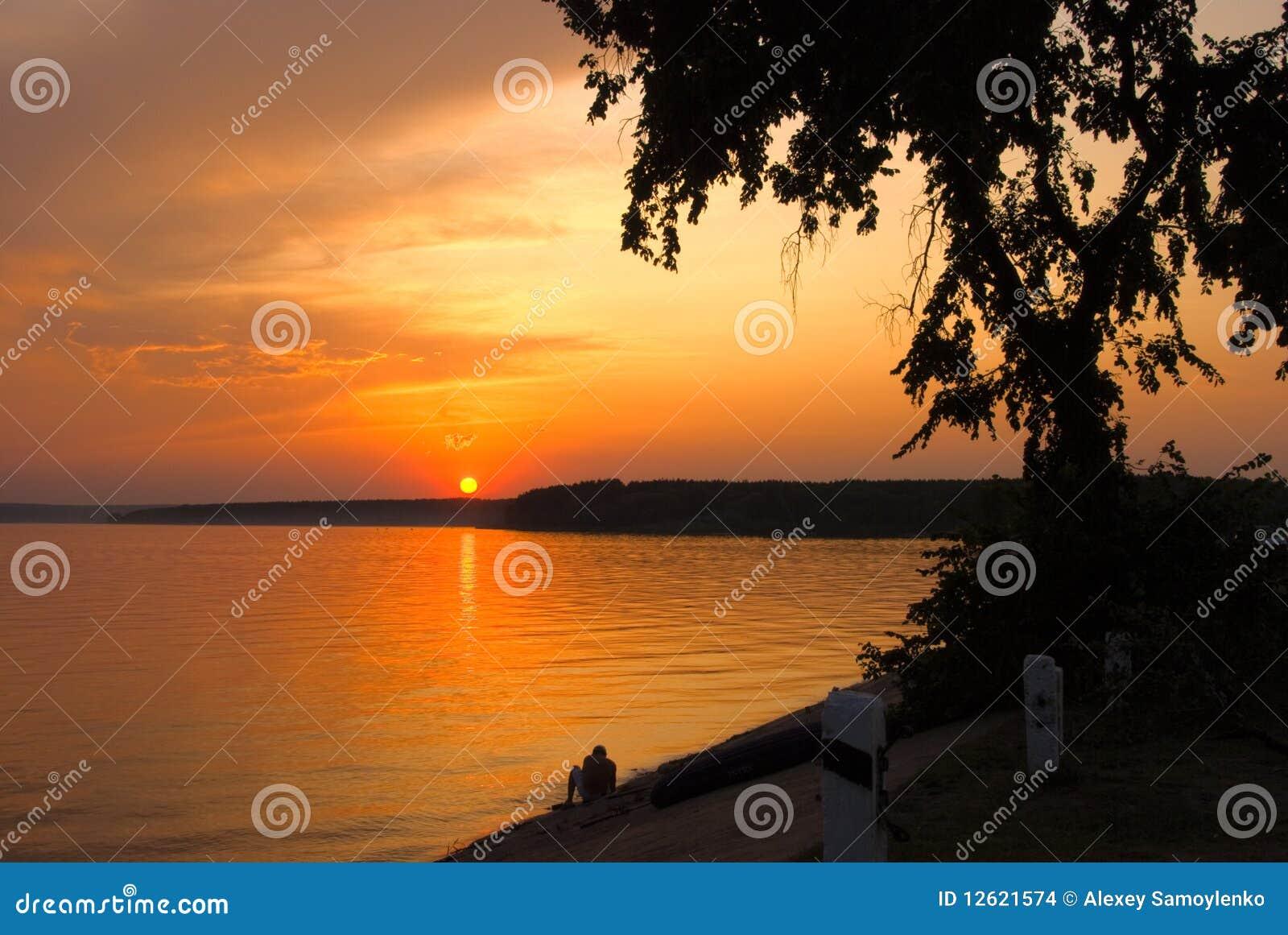 заход солнца реки