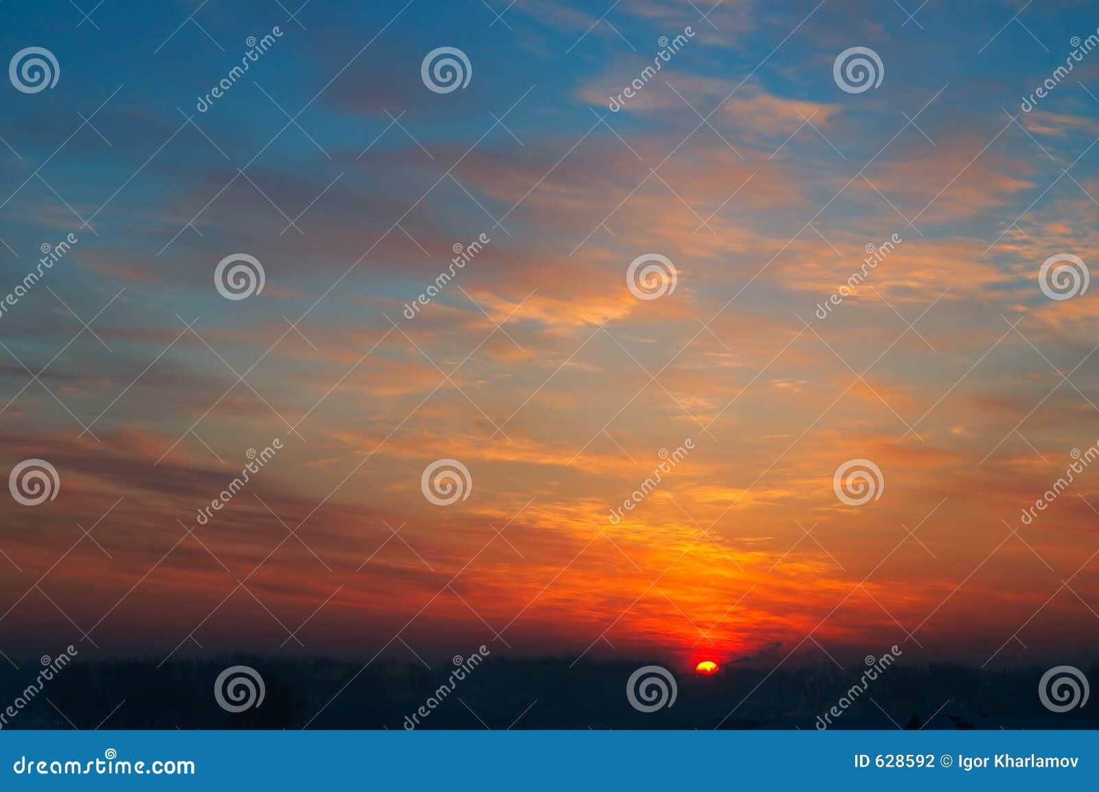 Download заход солнца темноты города Стоковое Фото - изображение насчитывающей вечер, частица: 628592