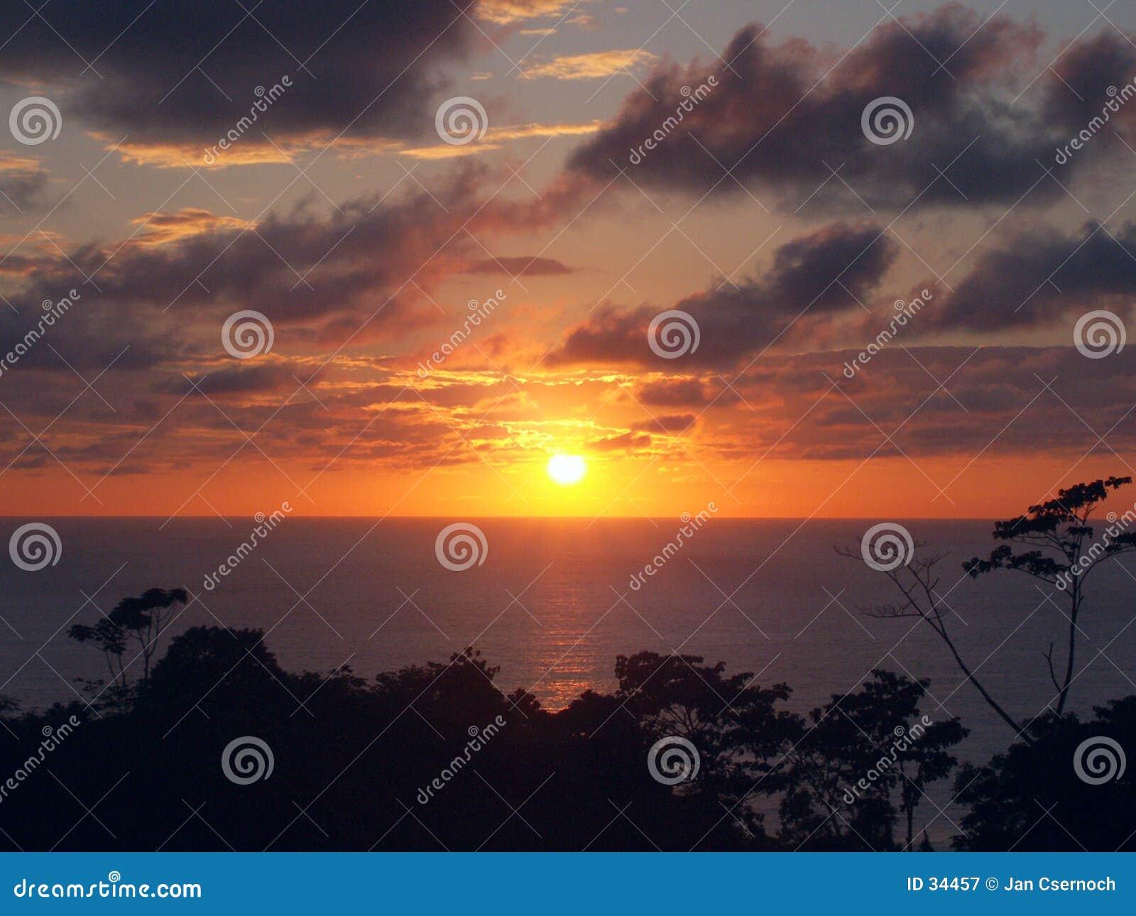 заход солнца холма