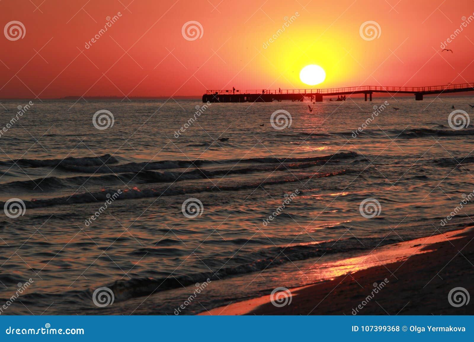 Заход солнца черное море Вертел Kinburn Красивейшее небо