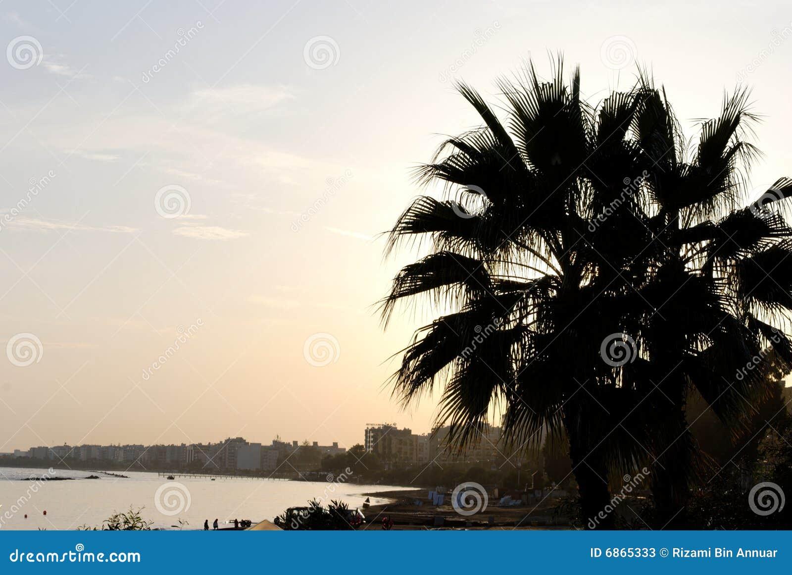 заход солнца limassol