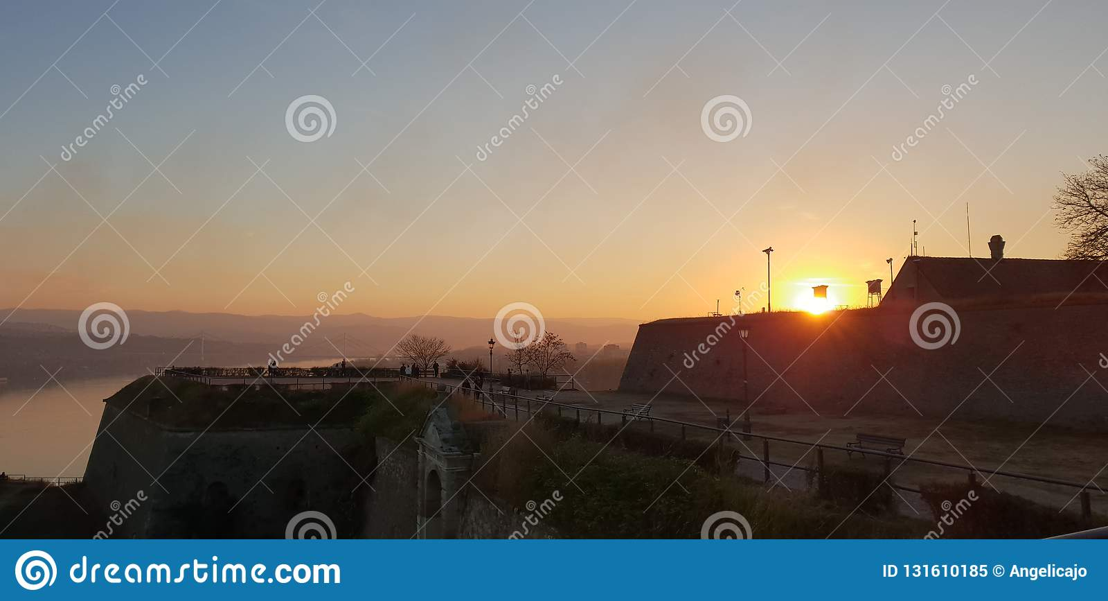 Заход солнца Novi грустный - Сербия -