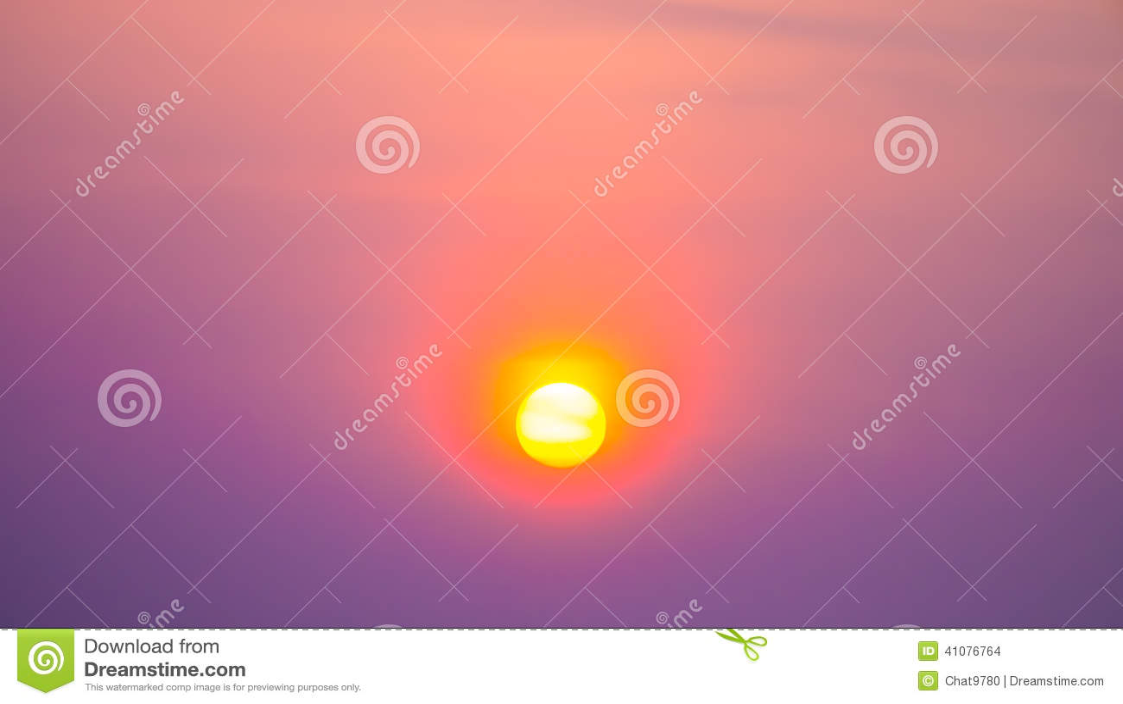 Заход солнца в ярком небе