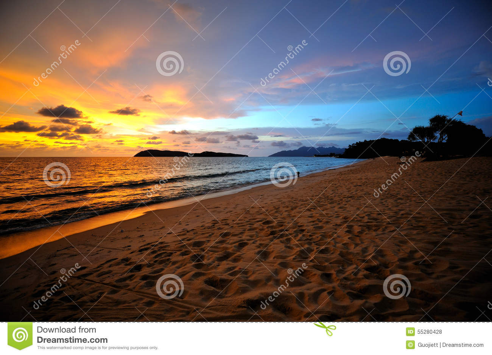Заход солнца и пляж
