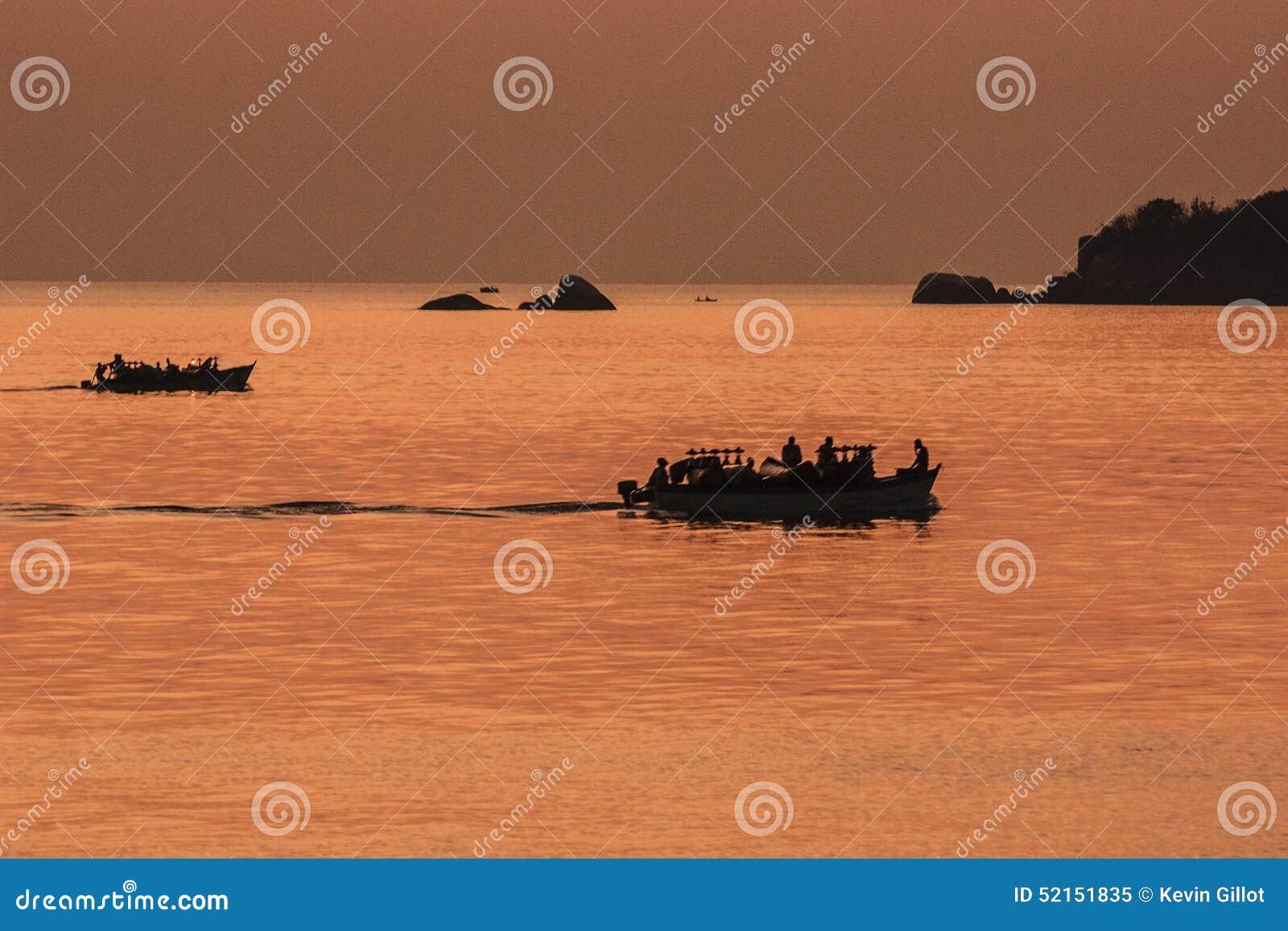 Заход солнца Малави озера