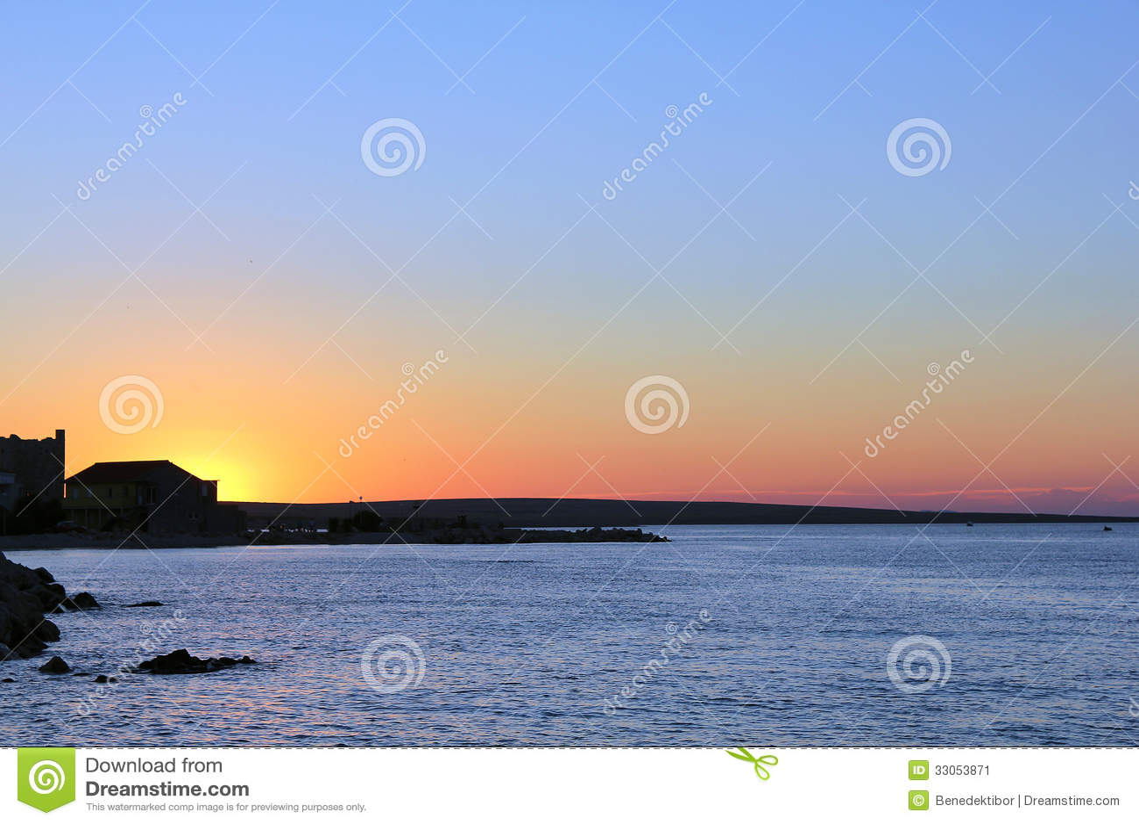 Заход солнца моря на Razanac Хорватии