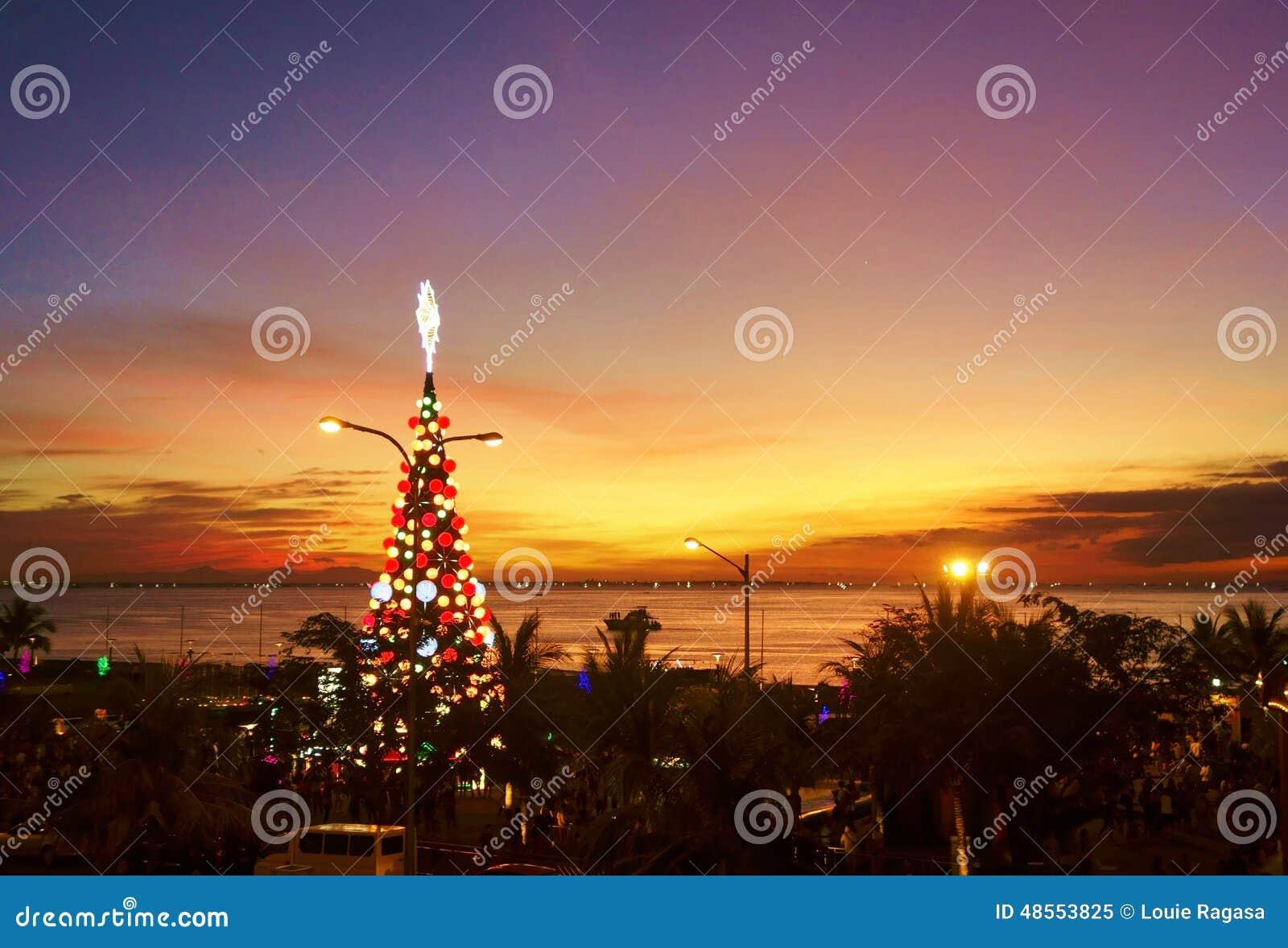 Заход солнца на заливе Манилы