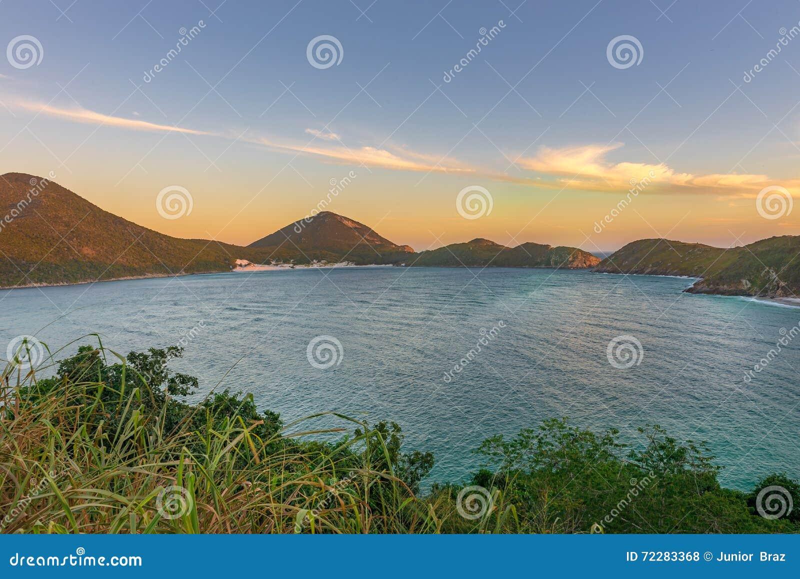 Download Заход солнца на кристаллических пляжах Pontal делает Atalaia Стоковое Фото - изображение насчитывающей романтично, остров: 72283368