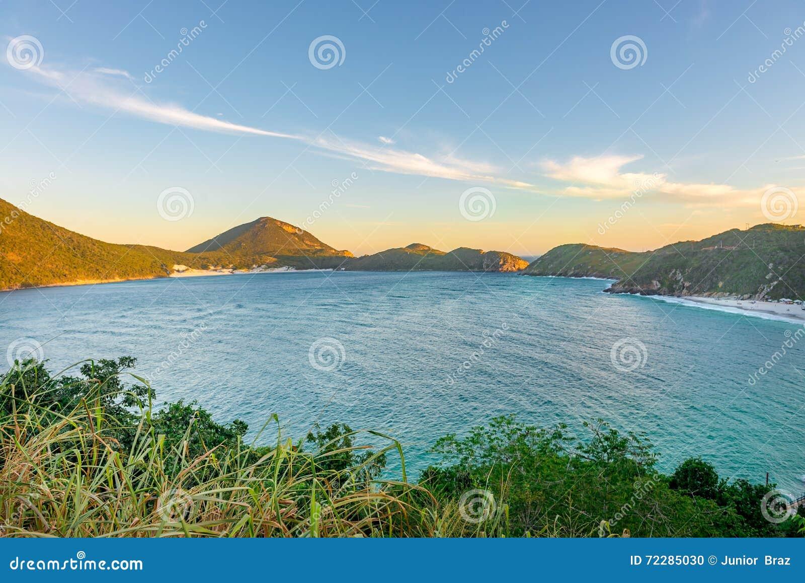 Download Заход солнца на кристаллических пляжах Pontal делает Atalaia Стоковое Фото - изображение насчитывающей романтично, облака: 72285030