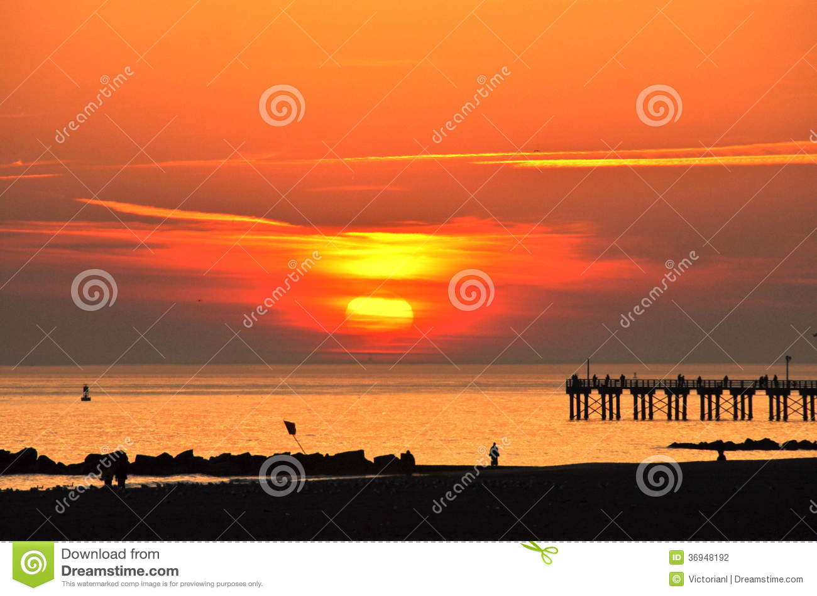 Заход солнца на пляже Брайтона, Нью-Йорке