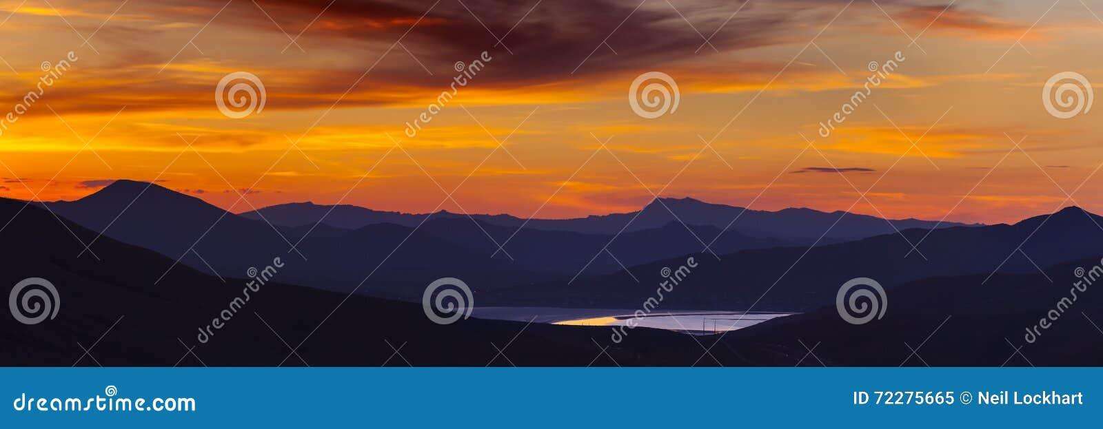 Download Заход солнца на холодных веснах, Невада Стоковое Изображение - изображение насчитывающей подъем, небеса: 72275665