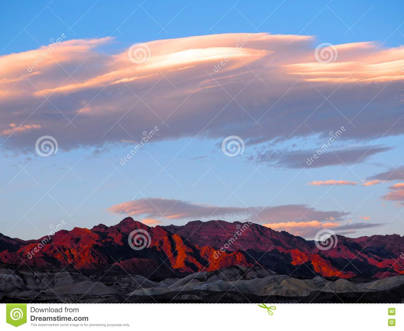Заход солнца над Death Valley Mountainscape