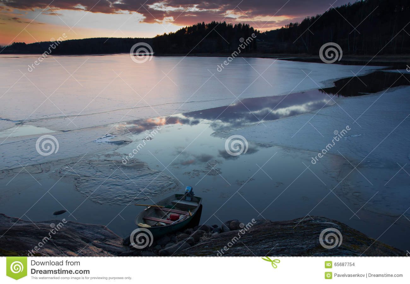 Заход солнца на Lake Ladoga, Karelia