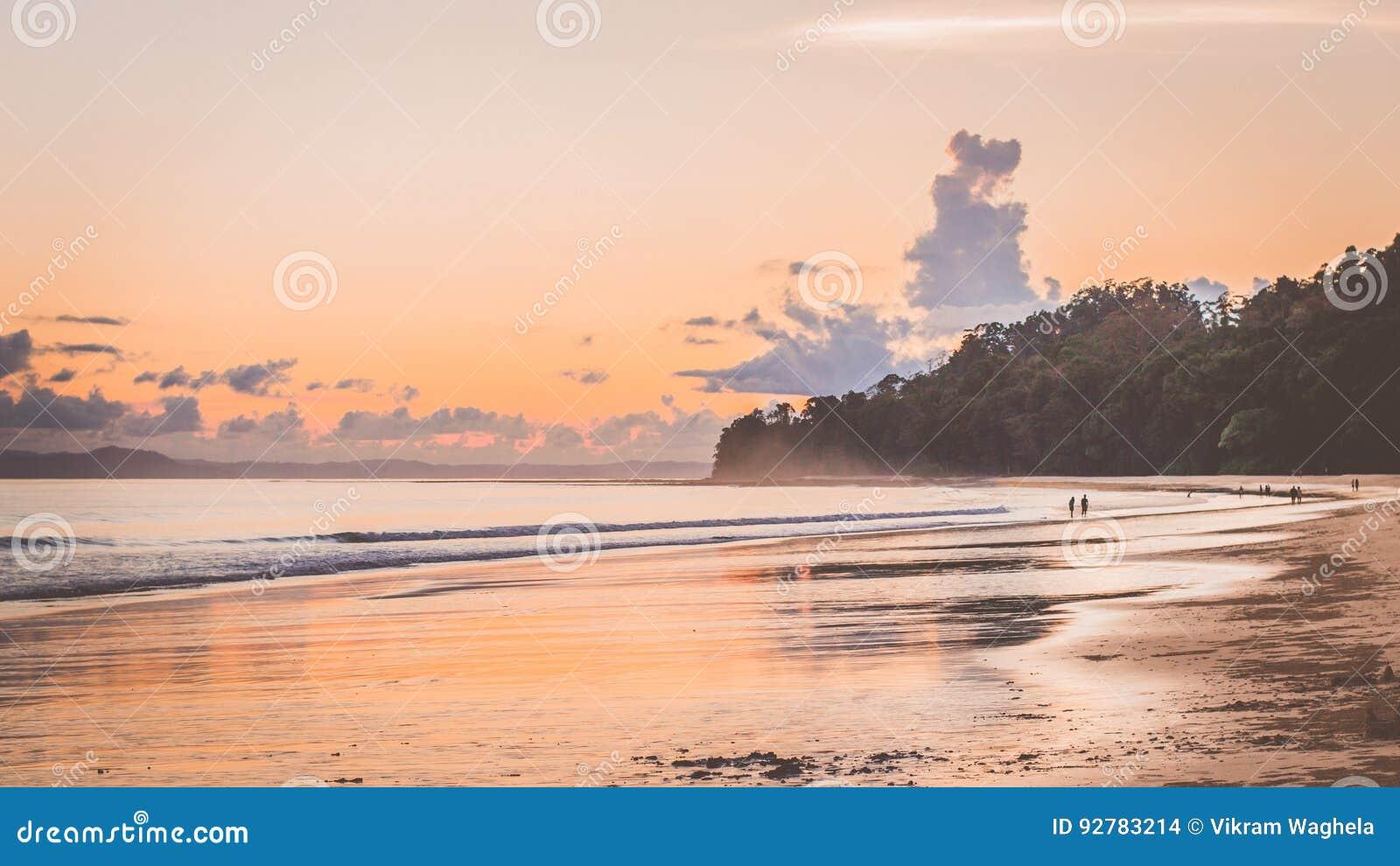 Заход солнца пляжа Radhanagar, Андаманские острова