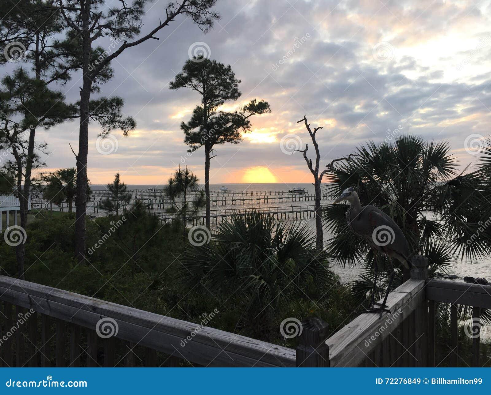 Download Заход солнца с палубного судового крана Стоковое Изображение - изображение насчитывающей океан, курорт: 72276849