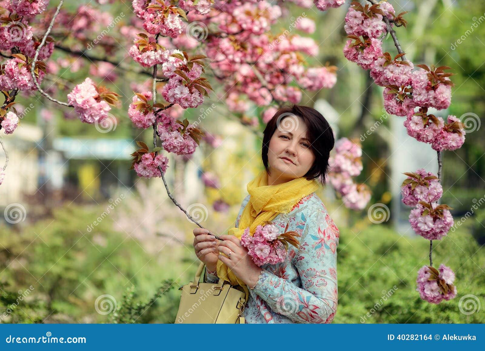 Зацветая сад