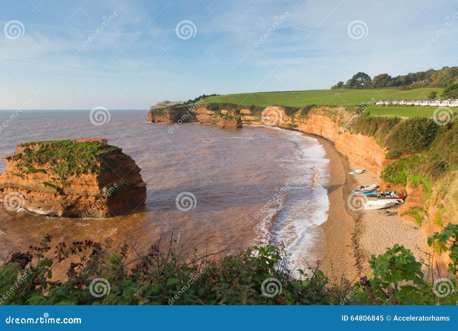 Залив Девон Англия Великобритания Ladram при стог утеса красного песчаника расположенный между Budleigh Salterton и Sidmouth