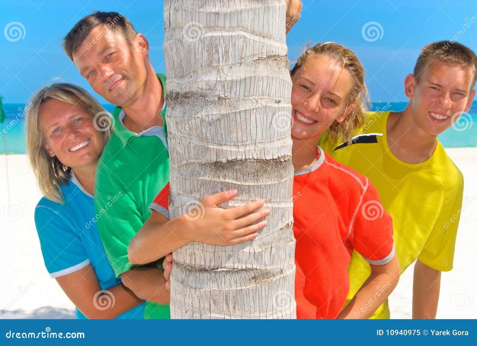 за пальмой семьи