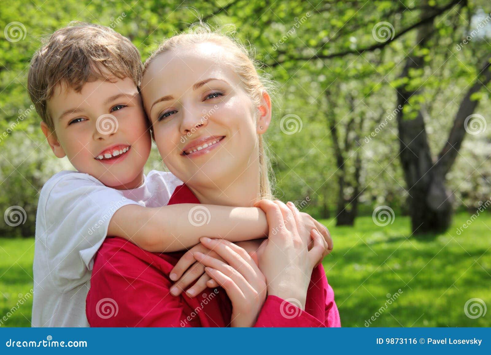 за embraces будьте матерью сынка шеи