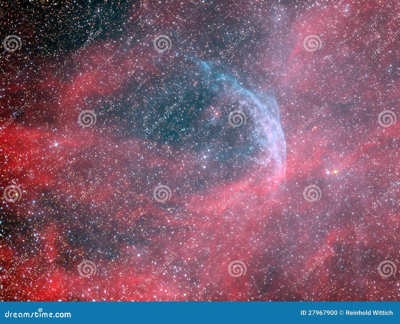 Звезда и кольцеобразная туманность Rayet волка WR134