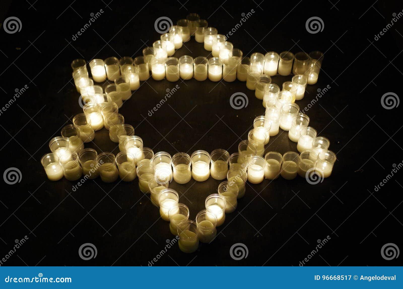 Звезда Дэвида сделала с свечами