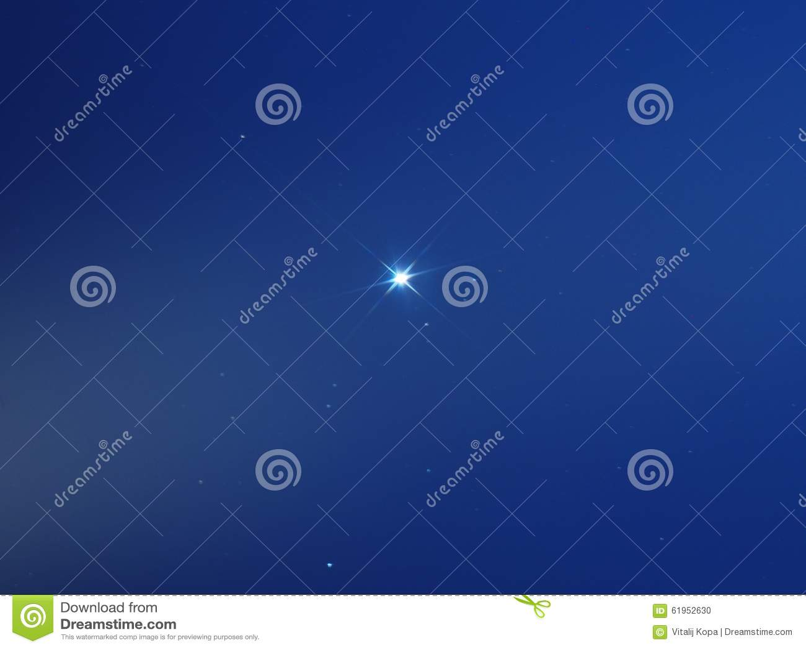 Звезда Sirius в небе утра голубом