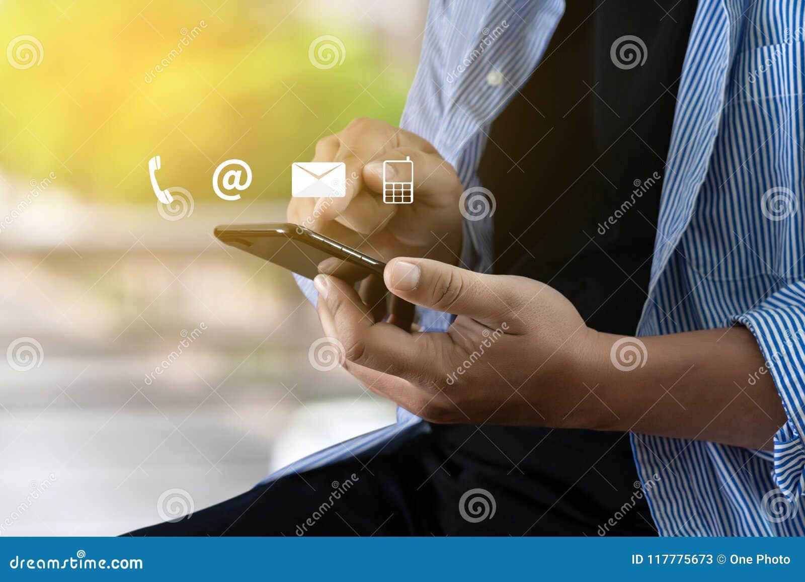 Звонок Custo США КОНТАКТА (люди горячей линии работы с клиентом СОЕДИНЯЮТСЯ)