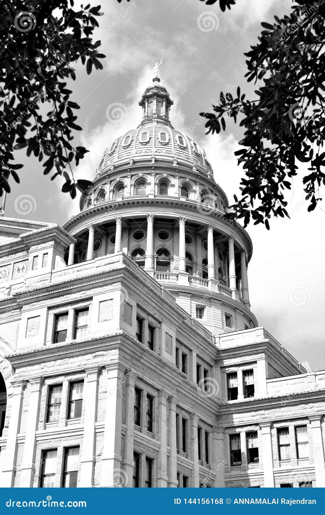 Здание капитолия государства Техаса