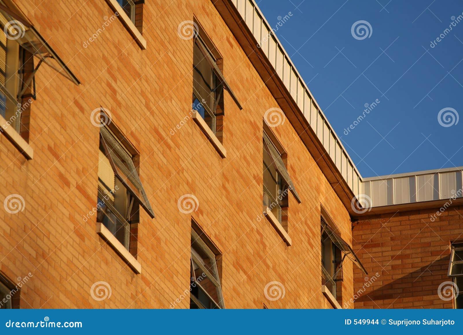 здание кирпича