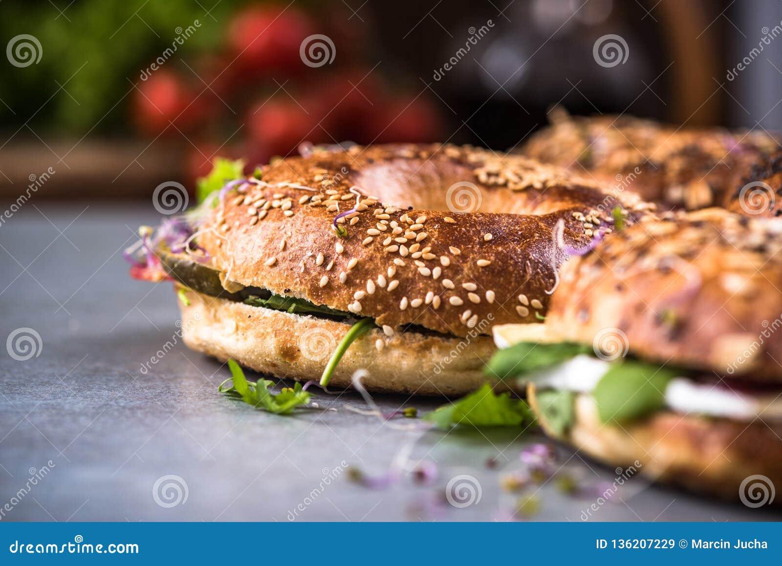 Здоровая еда, домодельные бейгл, закрывает вверх по взгляду