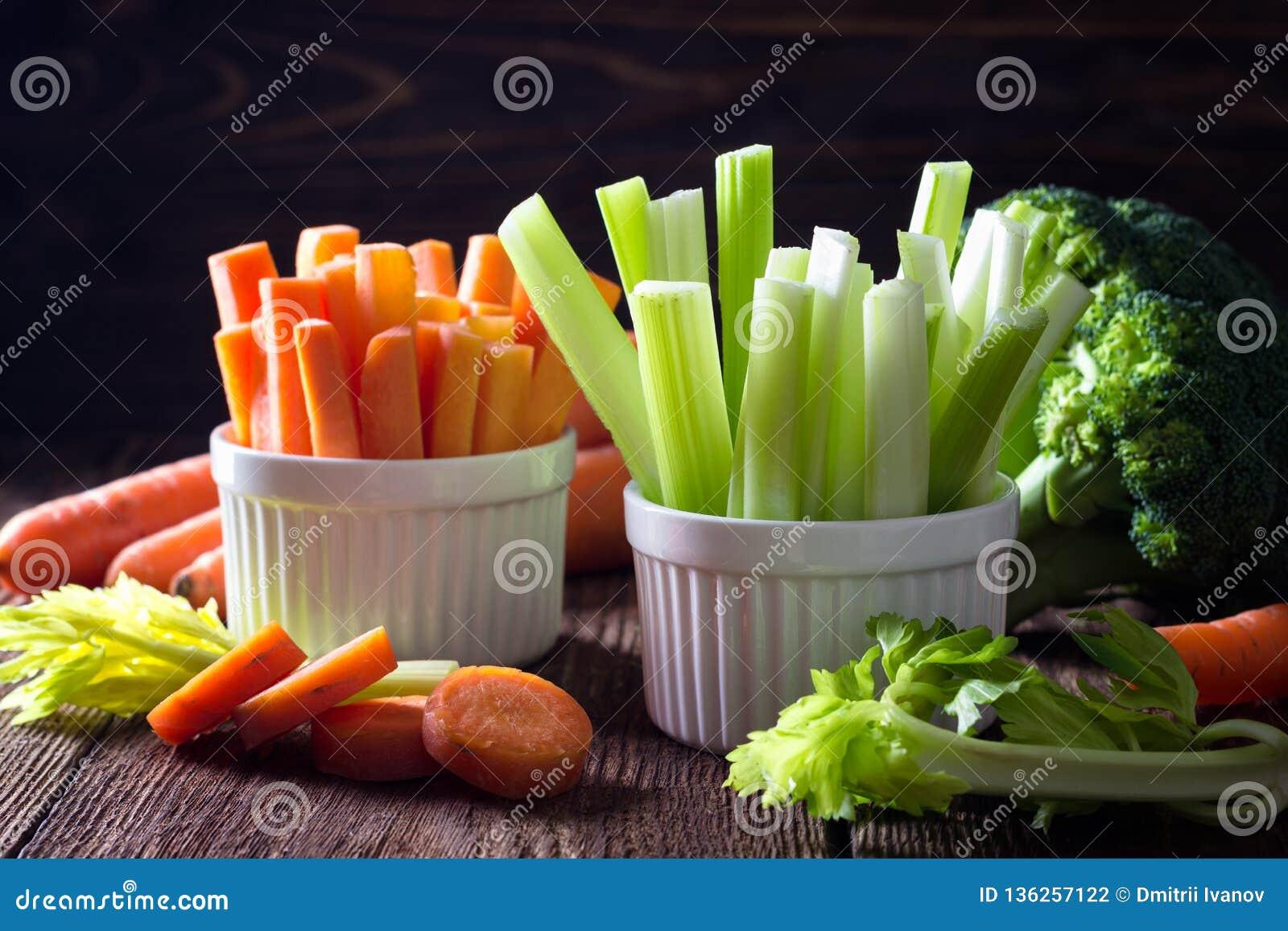 Здоровая еда - сельдерей и морковь