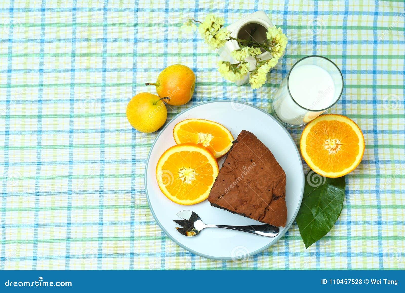 Здоровые хлеб и молоко плодоовощ завтрака