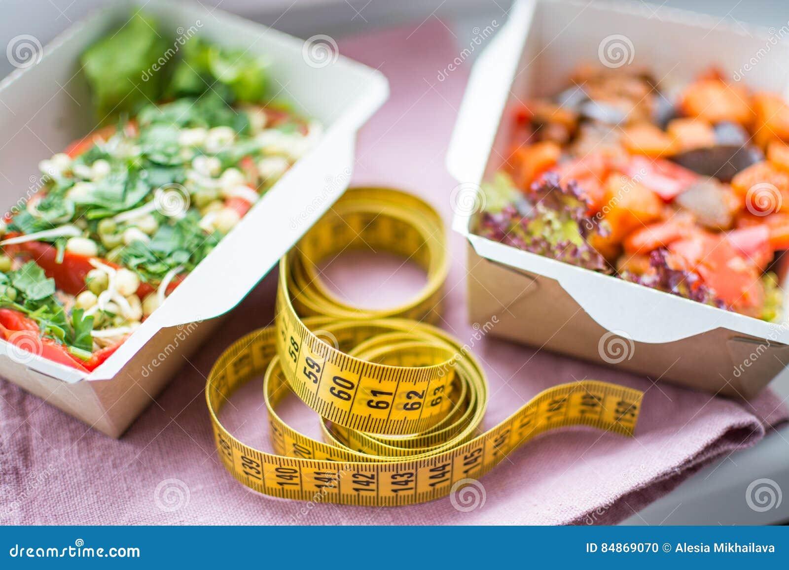 Здоровый план питания Свежая ежедневная поставка ед Еда ресторана для одного, овощ, мясо и плодоовощи в коробках фольги, воде выт
