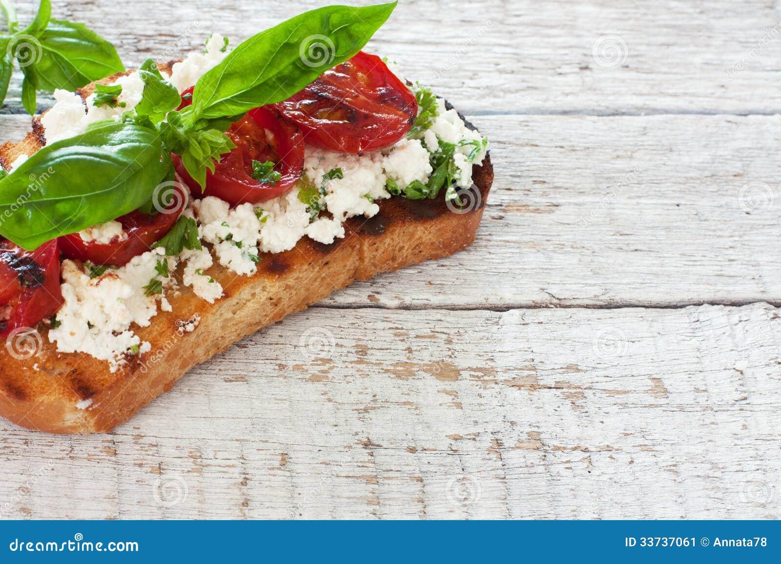 Здравица с зажаренными томатами и мягким сыром