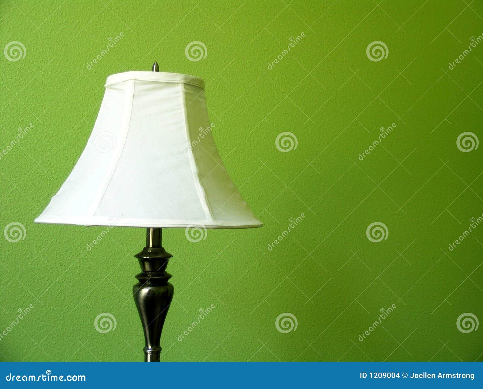 зеленая стена светильника