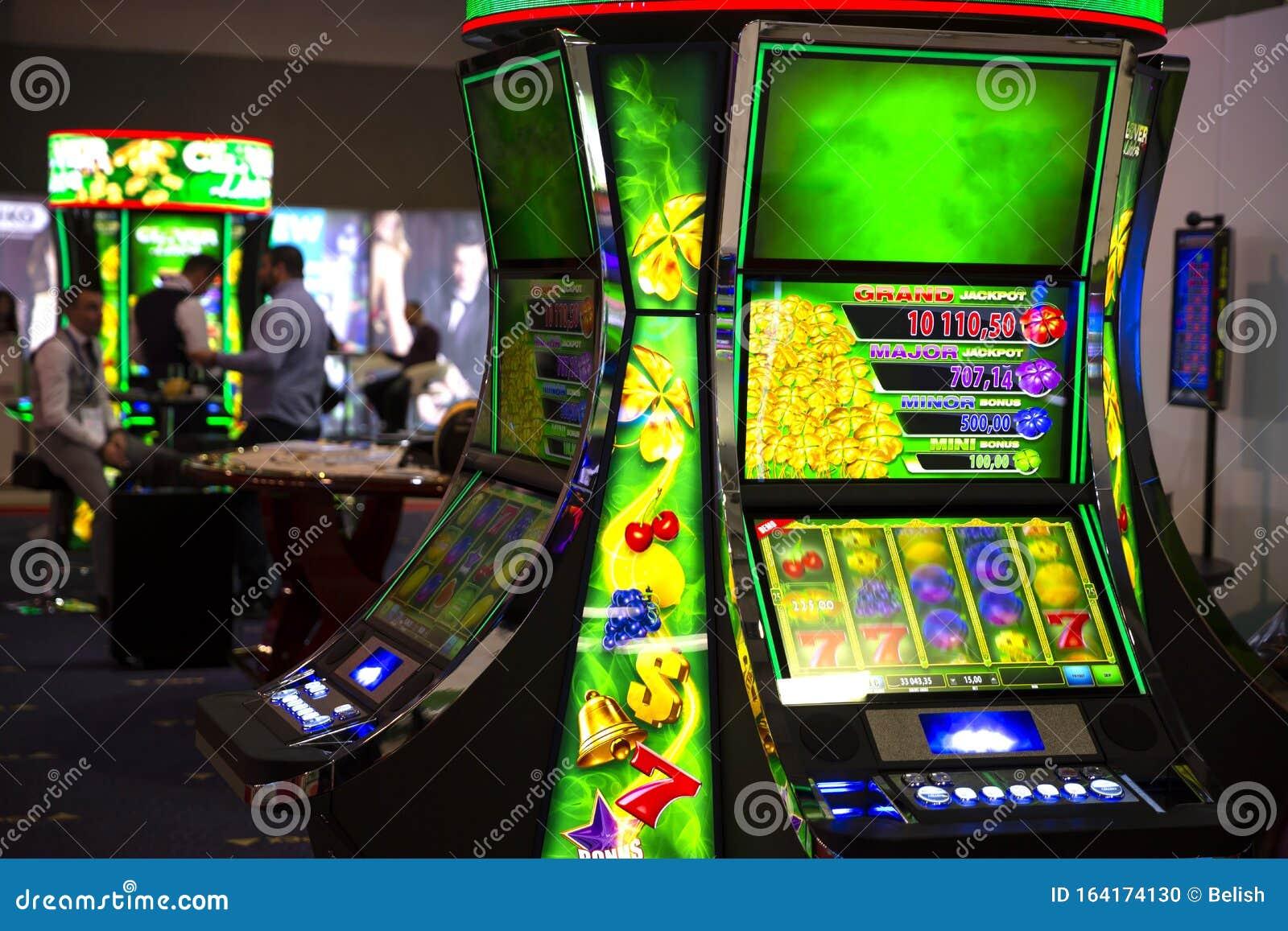 Игровые автоматы зеленые игровые автоматы играть на реальные деньги без вложений