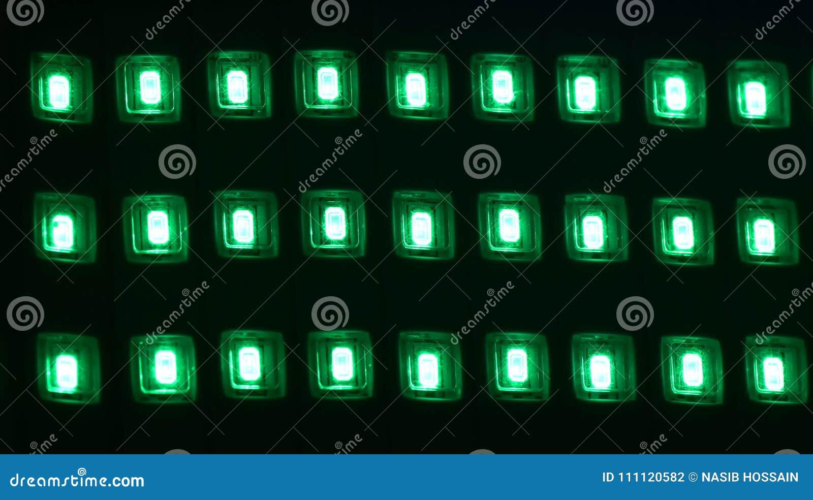 Зеленые неоновые света изолировали уникально фотоснимок
