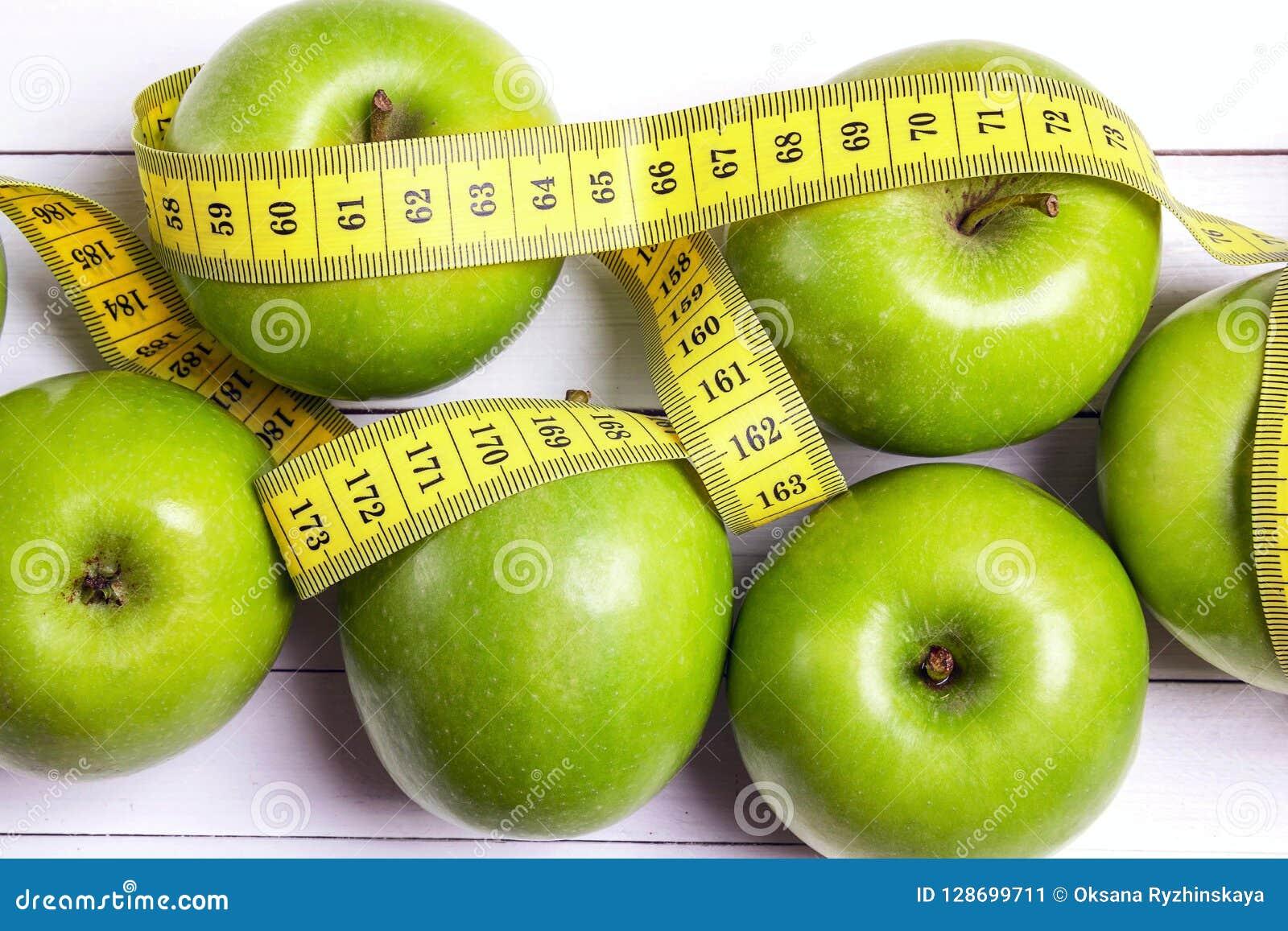 Диета на зеленых яблоках поможет вывести токсины.