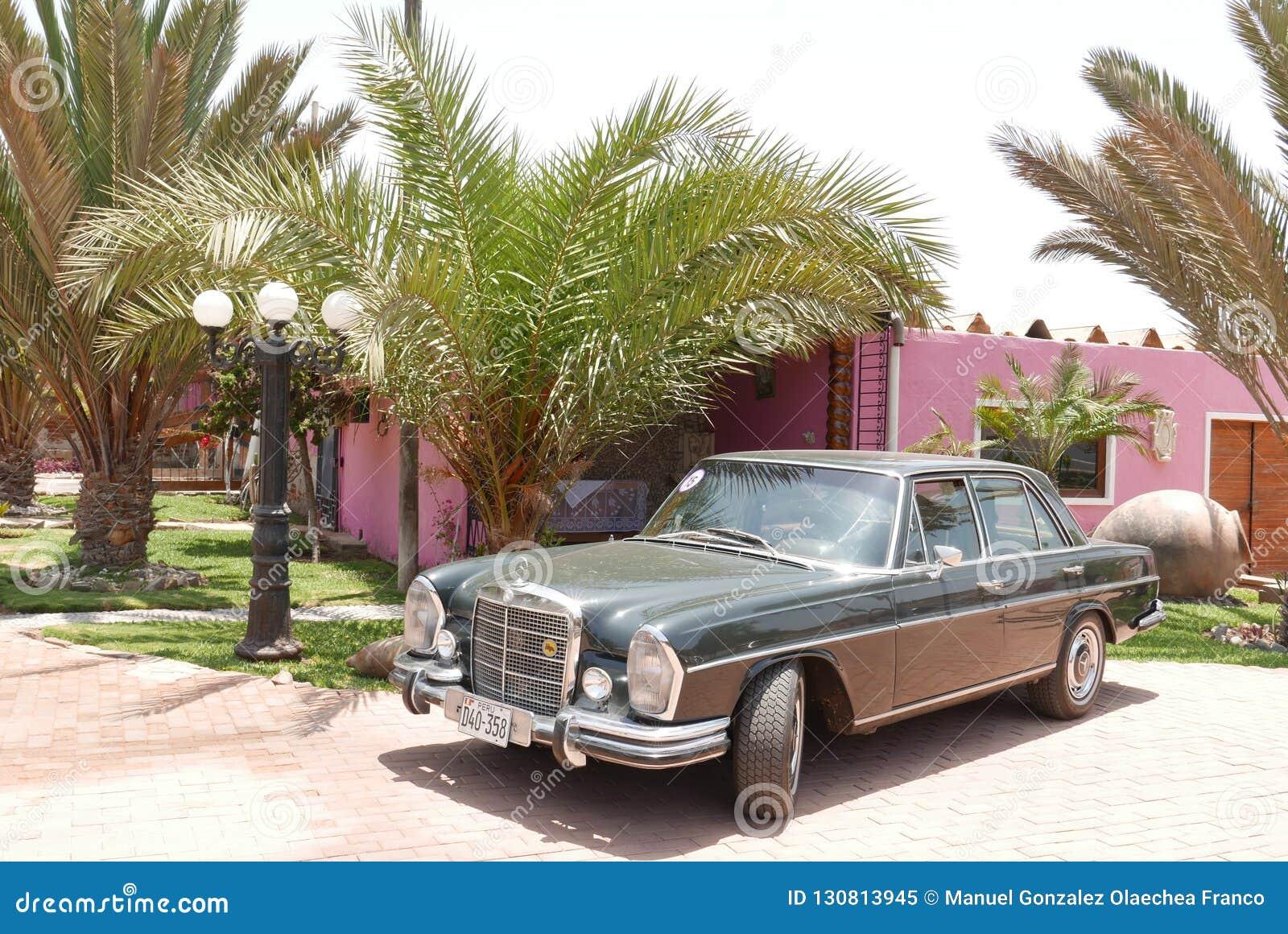 Зеленый Мерседес-Benz 280S показанный в Лиме